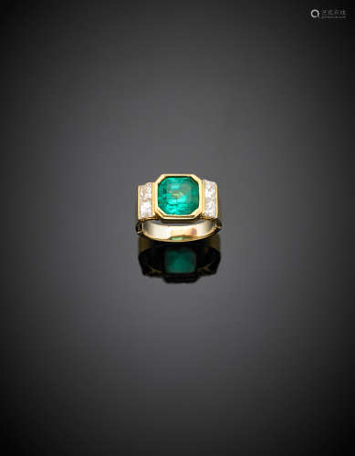 Yellow gold, carré diamond and ct. 4.00 circa octagonal emerald ring, with adaptor, g 8.14 size 12/52.