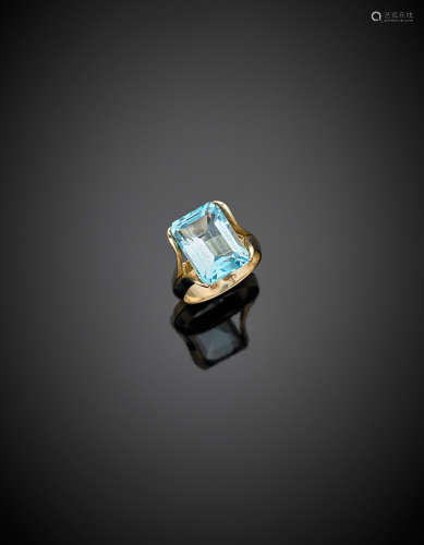 Yellow gold ct. 8.83 circa octagonal blue topaz ring, g 6.56 size 12/52.