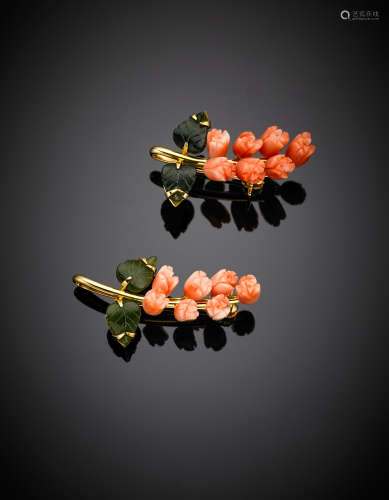 Two matching yellow gold carved pink coral and nephrite lily brooches, g 9.72, length cm 3.80 circa.