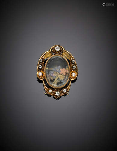 Red gold vitreous paste and pearl crystal locket brooch, g 12.53, length cm 4.30 circa.