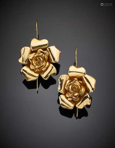 Yellow gold rose ear pendants, g 22.1, length cm 6.3, width cm 3.8 circa. Marked 363 NA