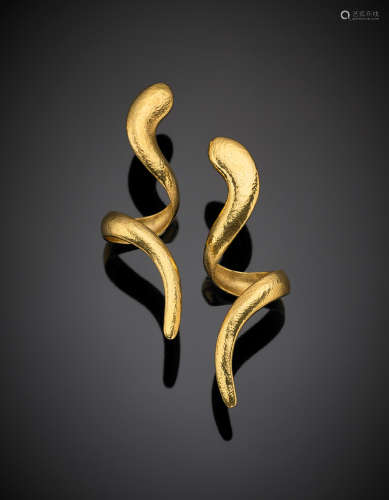 REBECCHINIYellow wrought gold pendant snake earrings, g 28.50, length cm 8.00 circa. Marked R