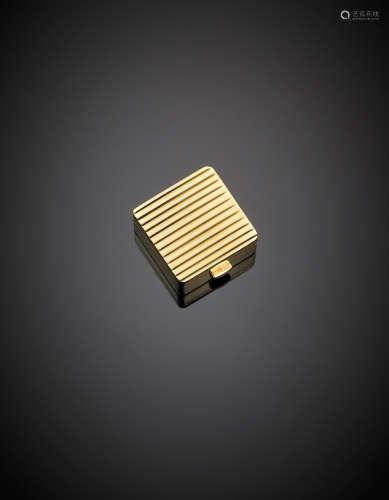 Yellow gold square ribbed pill box, g 21.69, length cm 2.50, width cm 2.50 circa.