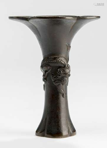 A BRONZE VASE WITH CHILONG, China, 18th ct. - Property from a German collection, assembled between 1960 and the late 1990s - Very small repair