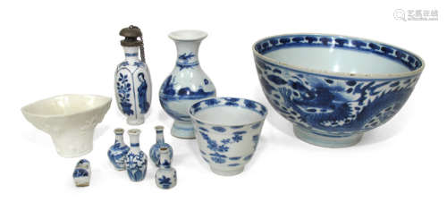 A GROUP OF TEN MOSTLY BLUE AND WHITE DECORATED PORCELAINS