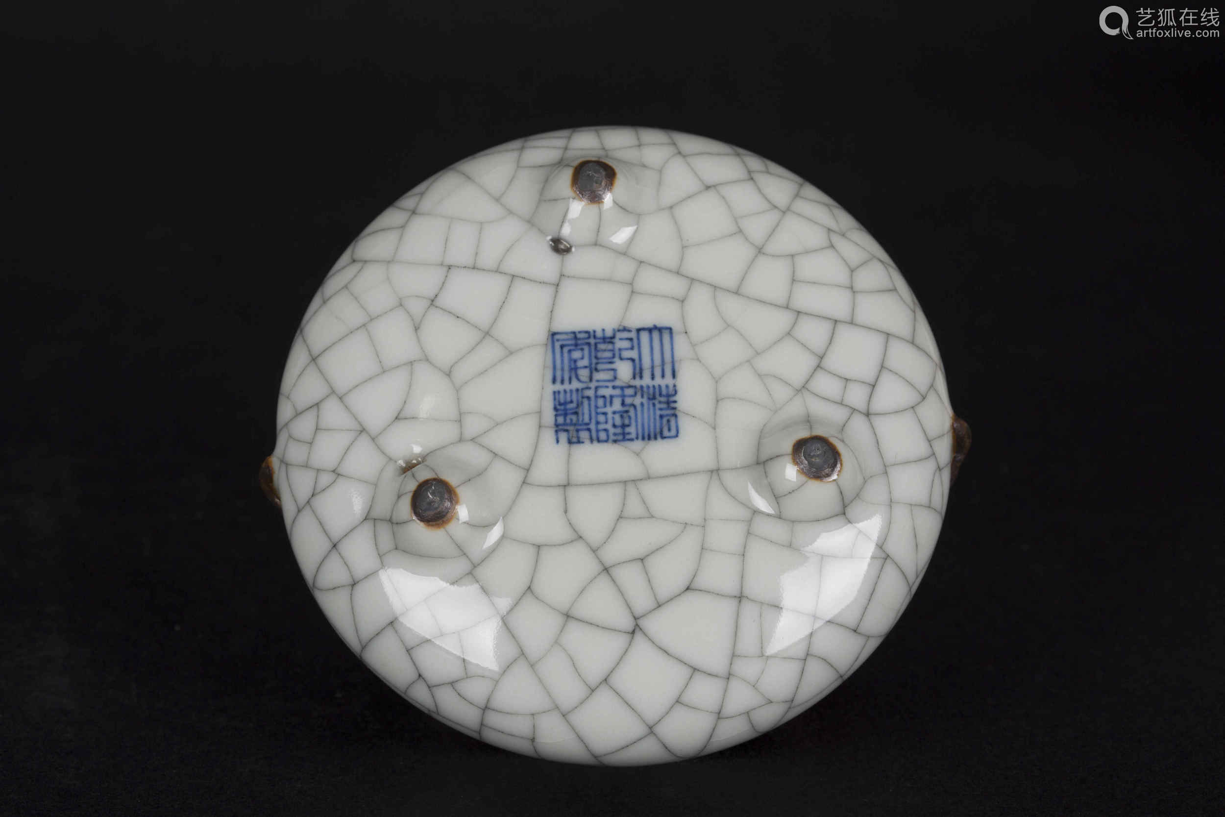 A Chinese Ge-Type Porcelain Incense Burnner
