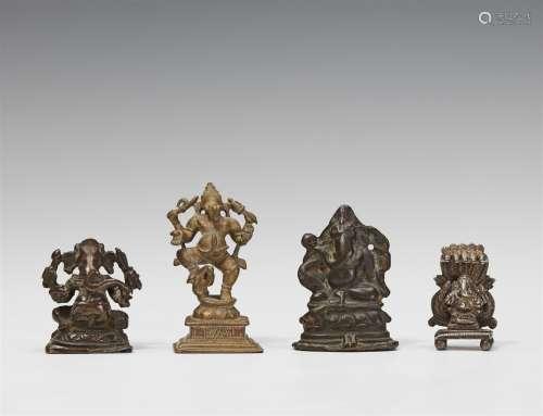 Vier Figuren des vierarmigen Ganesha. Bronze/Gelbmetall/Silber. Südindien. 17./20. Jh.