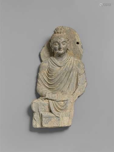 Figur eines Buddha. Grauer Schist. Pakistan, Gandhara. 2./3. Jh.