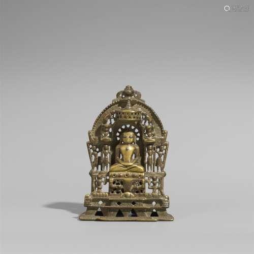 Jain-Altar. Gelbguss und Einlagen aus Silber und Kupfer. Gujarat/Rajasthan. 15./17. Jh.