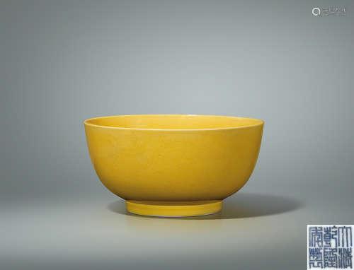 清乾隆 黄釉暗刻云龙纹墩式碗