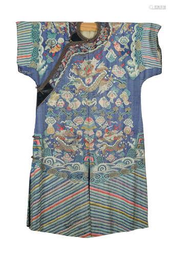 Chine, dynastie Qing, époque XIX° siècle. Robe en soie tissée