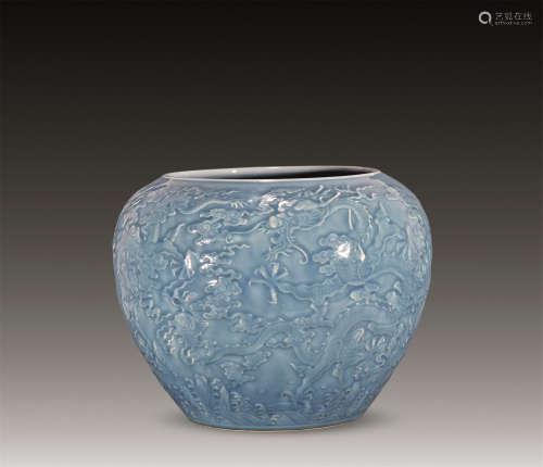 清 天蓝釉浮雕云龙卷缸