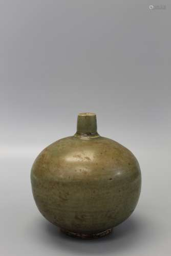 Antique Sawankhalok celadon pottery jar, ca. mid 14th