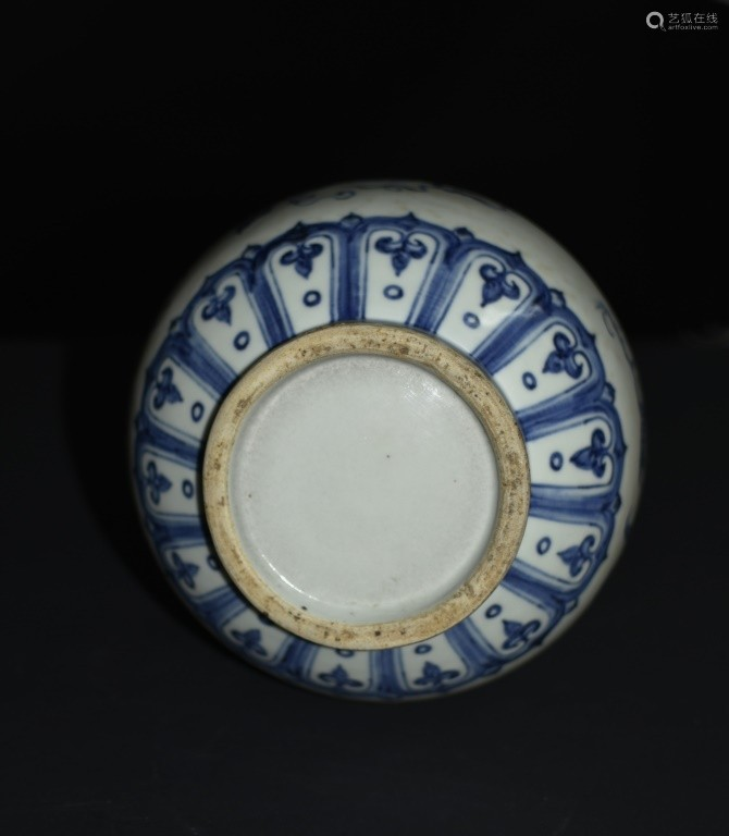 A BLUE AND WHIT YUHUCHUN VASE