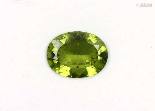 Loose oval bevelled peridot approx. 7.90 ct