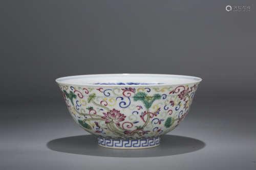青花粉彩荷花纹碗