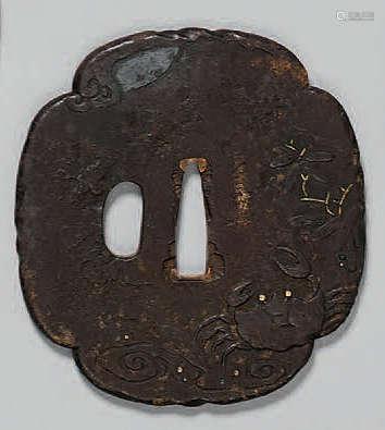TSUBA en fer à décor en léger relief d'un…