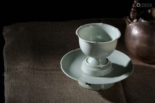 青釉花口茶具