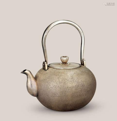 純銀梨地肌紋壺