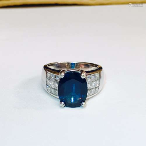 18K; 6.50 carat VVS Diamond and Blue Sapphire Ring