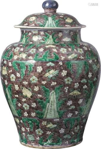 清十七世纪 素三彩海水江崖杂宝纹盖罐