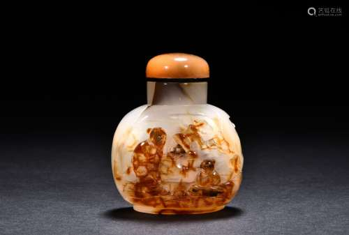 A carved cameo agate snuff bottle