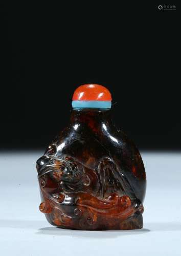 An opaque amber 'chilong' snuff bottle