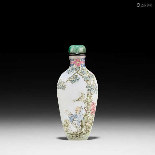 Guyue Xuan mark, 1767-1799 AN ENAMELED GLASS 'SCHOLAR' SNUFF BOTTLE