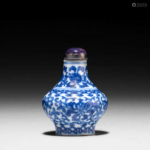 1820-1900 A BLUE AND WHITE PORCELAIN SNUFF BOTTLE