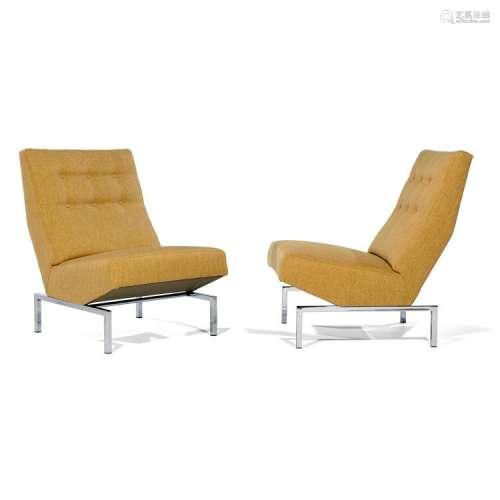 PIERRE PAULIN (1927-2009) & THONET (ÉDITEUR) Paire de chauffeuses, structure recouverte postérieurement d'un lainage beige, dossie...
