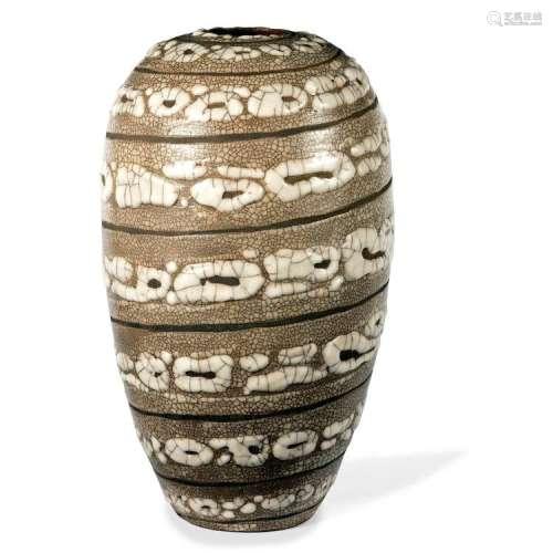 ƒ RENÉ BUTHAUD (1886-1986) Vase ovoïde en faïence, décor spiral émaillé peau de serpent, émail beige et laitances sur fond engobé...