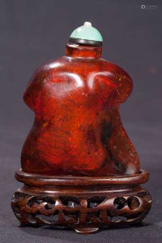 CHINESE AMBER SNUFF BOTTLE, 19TH CENTURY