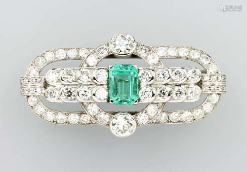 14 kt gold brooch with diamonds and emerald