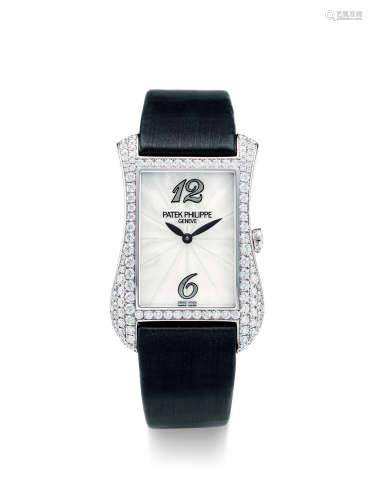 百达翡丽 精美,白金镶钻石酒桶形女装腕表,备珍珠贝母表盘,「GONDOLO」,型号4972G,年份约2012,附原厂后补证书