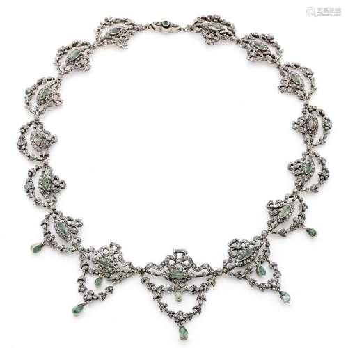 ANNÉES 1890 COLLIER COLLERETTE A diamond, emerald and silver necklace, circa 1890.