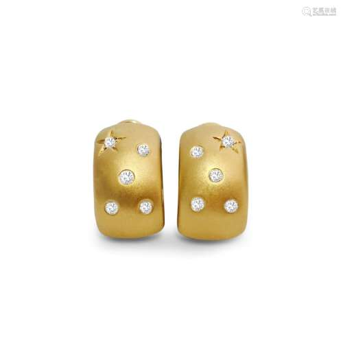 18K Gold Huggie Diamond Earring