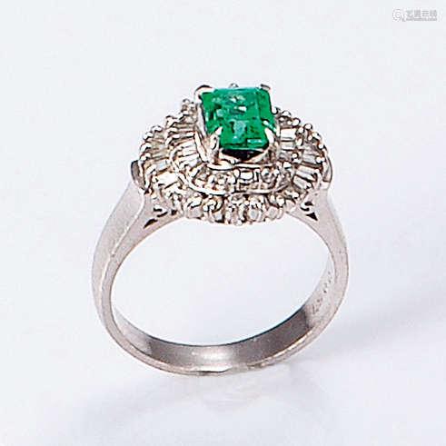 PT900 铂金镶钻石祖母绿戒指