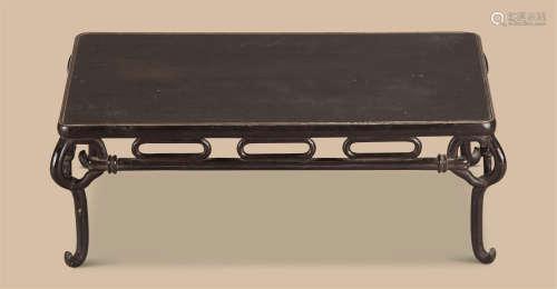 清代(1644-1911)年作 素漆长方台