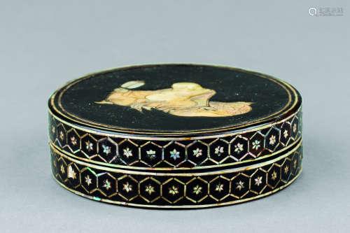 明代(1368-1644)年作 黑漆嵌螺钿弥勒纹香盒