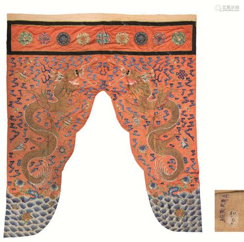 清代(1644-1911)年作 龙纹刺绣门罩