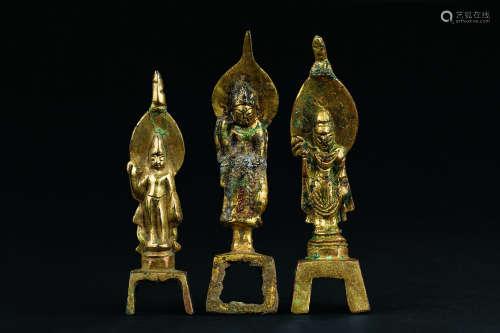 唐代(618-907)年作 铜鎏金板凳佛立像三尊