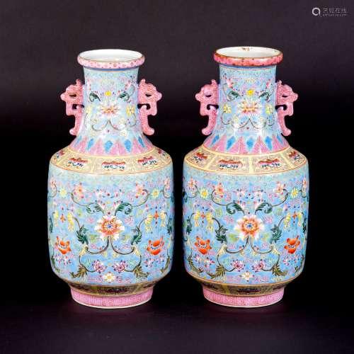 粉彩花卉纹双螭耳对瓶