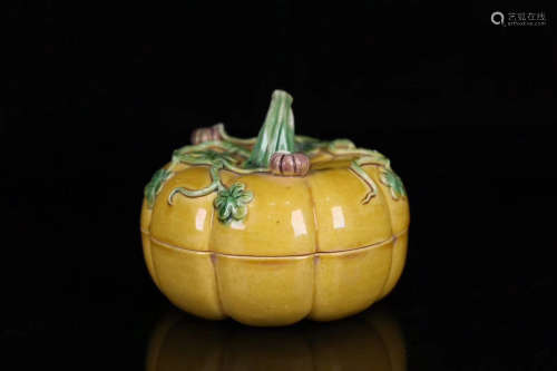 A QING DYNASTY YELLOW GLAZE PUMPKIN BOX WITH CAP