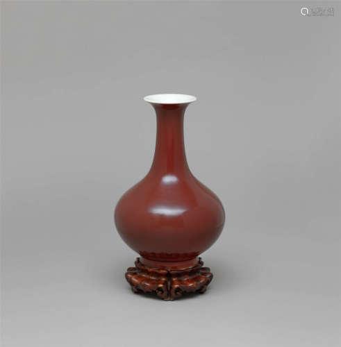 清道光 霁红釉赏瓶