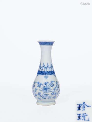 清康熙 青花缠枝菊纹小瓶
