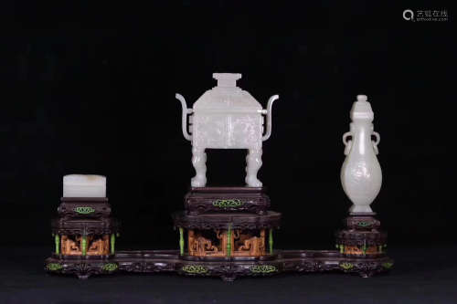 A SET OF THREE HETIAN JADE UTENSILS