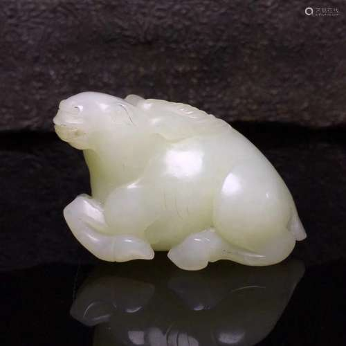 A FINELY CARVED HETIAN JADE