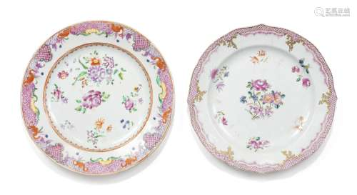 Deux assiettes en porcelaine de la Famille Rose Dynastie Qing, époque Yongzheng