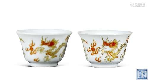 清康熙 白釉矾红描金龙纹小杯 (一对)