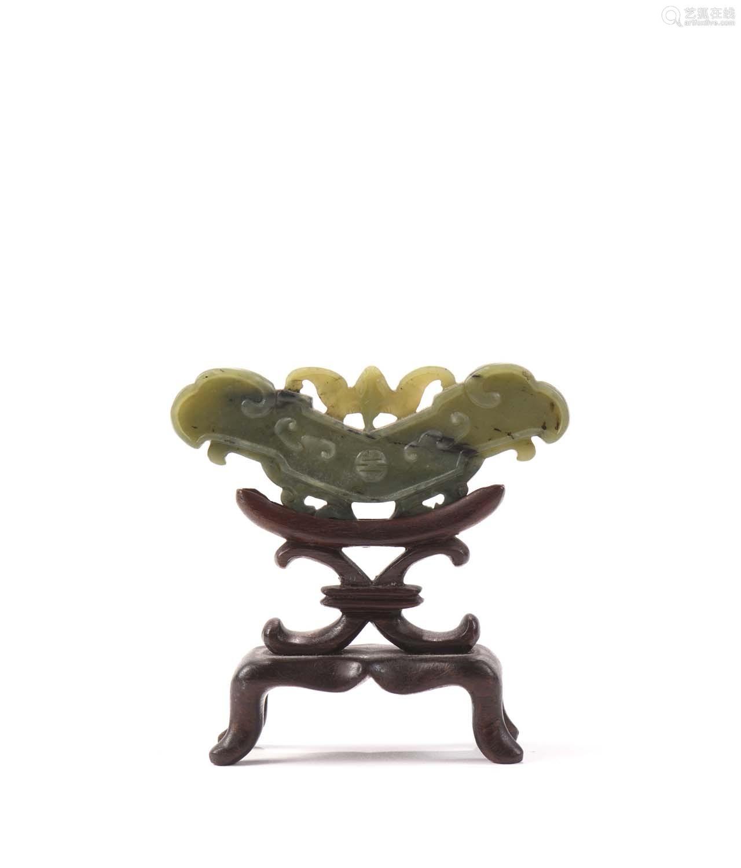 Chine, début XXe sièclePendentif en jade vert, ...